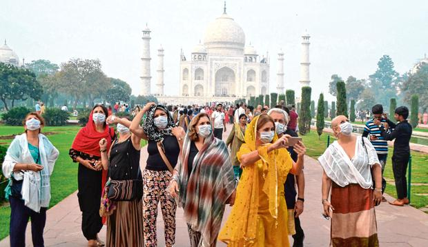 Taking precautions: Tourists wearing face masks at the Taj Mahal under heavy smog conditions in Agra. Photo: Jewel Samad/AFP via Getty Images