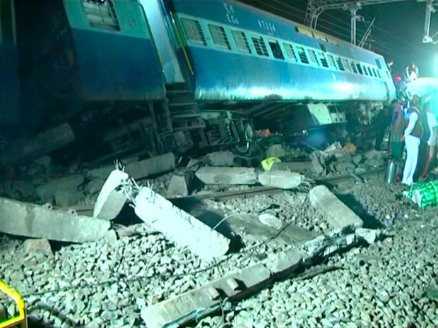 Derailed coaches of a Hirakhand express train from Jagdalpur to Bhubaneswar are seen near Kuneri station, in the state of Andhra Pradesh, outside the town of Rayagada, India, in this still image from video January 22, 2017. Photo: Reuters