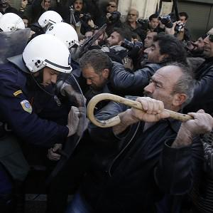 Farmers clash with riot police outside Greece's parliamen (AP)