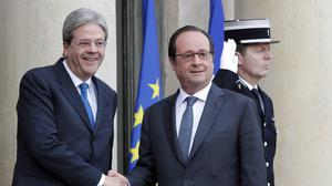 Italian Premier Paolo Gentiloni with French President Francois Hollande prior to his illness. (AP/Christophe Ena)