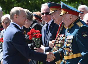 Vladimir Putin greets Second World War veterans (Alexei Nikolsky/AP)
