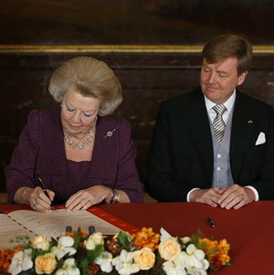 Dutch Queen Beatrix signs the Act of Abdication (AP)