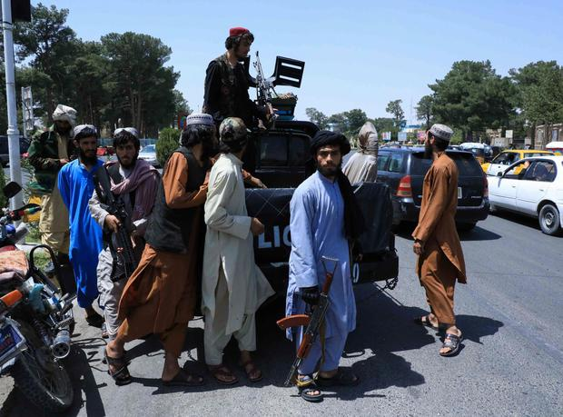 Taliban forces patrol a street in Herat, Afghanistan (Photo: REUTERS/Stringer)