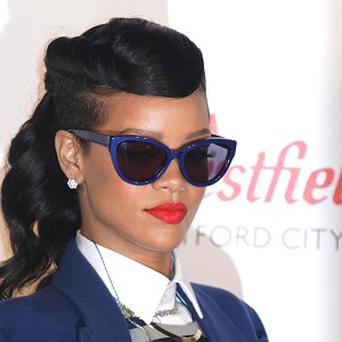Rihanna has signed a deal with MAC cosmetics.
