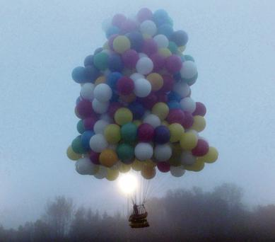 Jonathan Trappe leaving from Maine in his balloon cluster.