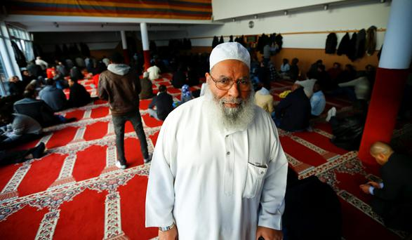 Sheikh Metwaly Mousa, imam of the Islamic Community in Cologne, attends Friday prayer at the Abu Bakr mosque in the city's suburb of Cologne Zollstock. Photo: Reuters