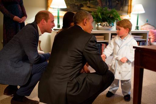 President Barack Obama, Prince William, Duke of Cambridge and First Lady Michelle Obama talks with Prince George at Kensington Palace. Photo: Pete de Souza