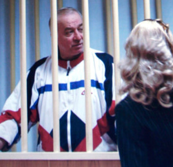 Sergei Skripal speaks to his lawyer from behind bars in a courtroom in Moscow back in 2006. Photo: AP/Misha Japaridze
