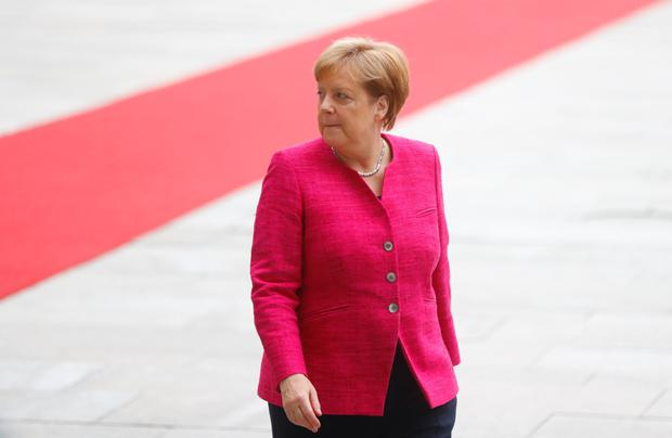 Merkel faces fresh crisis as rival rejects migrant deal