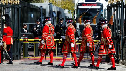 Soldiers in ceremonial dress arrive at Windsor Castle in London ahead of Prince Philip's funeral today. Photo: REUTERS/Phil Noble