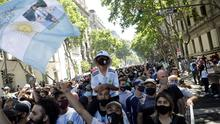People gather to mourn the death of soccer legend Diego Armando Maradona, outside the Casa Rosada presidential palace, in Buenos Aires, Argentina. Photo: REUTERS/Ricardo Moraes