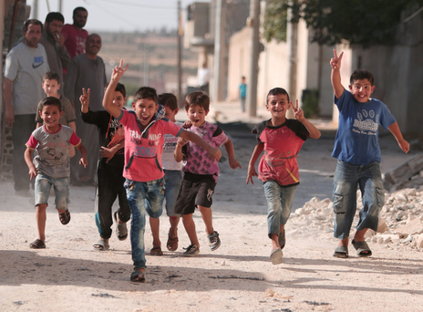 Children flash victory signs as they play in Manbij, in Aleppo Governorate. Photo: Reuters
