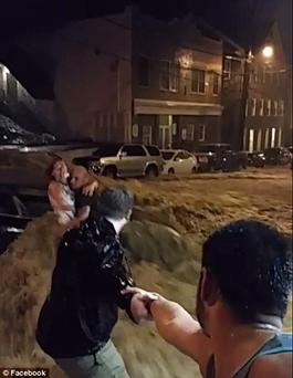 Human chained formed to rescue woman from gushing floods. Photo: Facebook