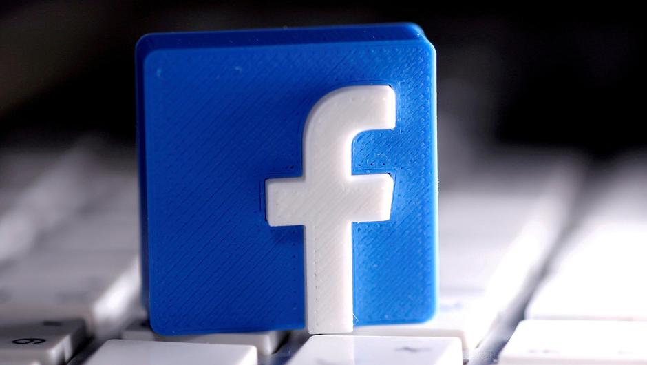 A 3D-printed Facebook logo is seen placed on a keyboard in this illustration PIC REUTERS/Dado Ruvic